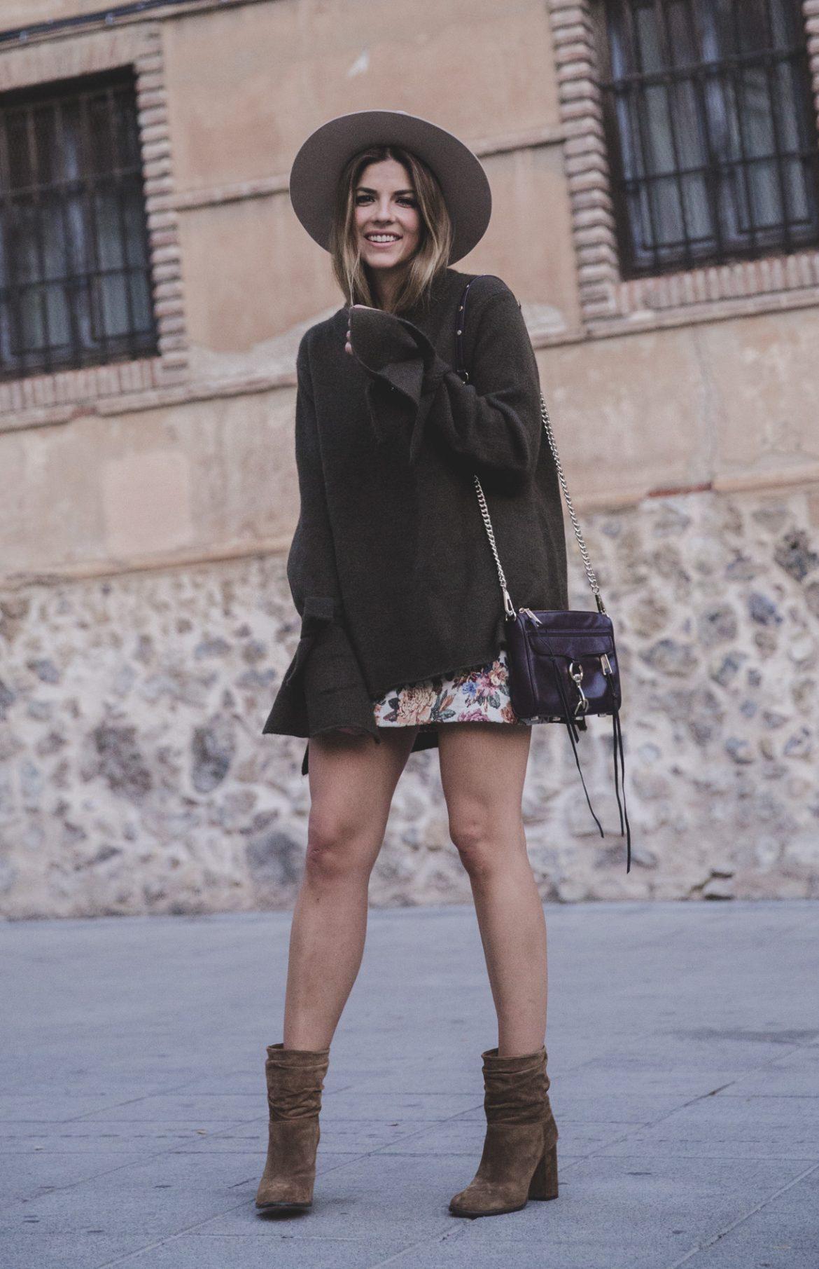 Bloguera Trendy Taste en su blog con botines de media caña y tacón alto de la firma Pura López