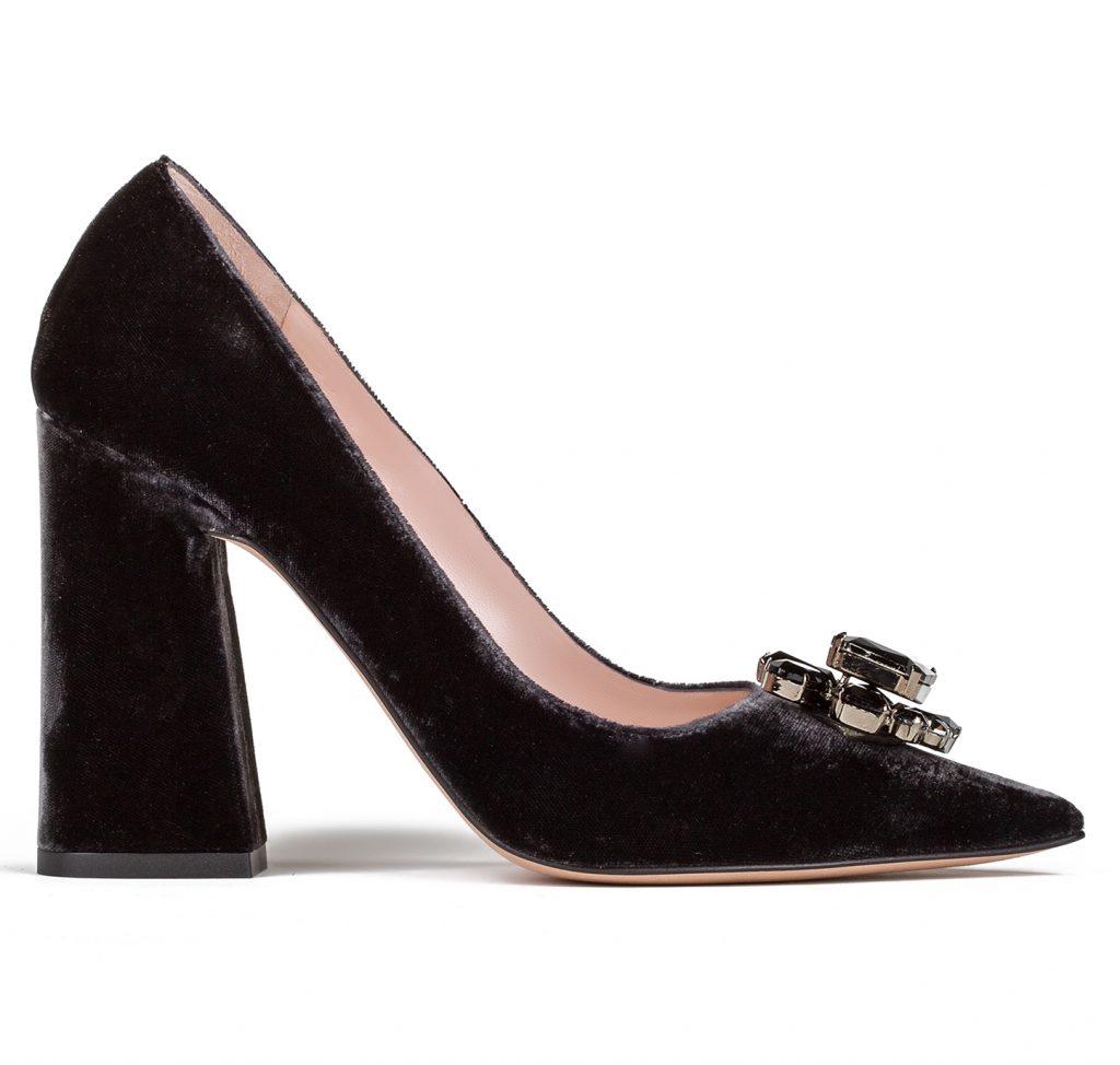 zapatos de terciopelo con adorno joya swarovski