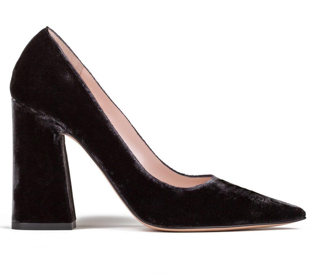 Zapatos Pura Lopez realizados en terciopelo con tacon bloque y en punta