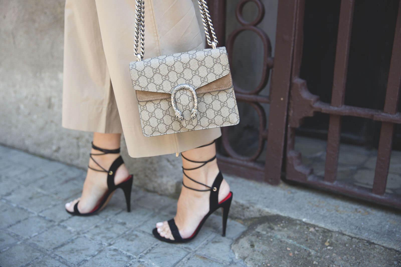 Sandalias negras de tiras pura lopez