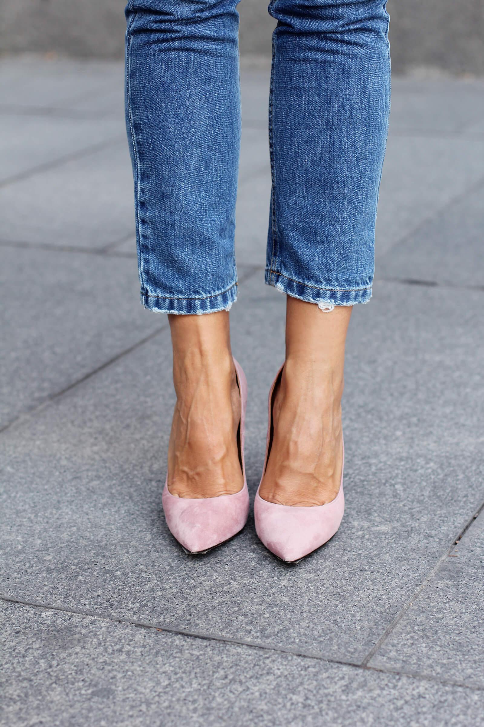 look con zapatos rosas de tacon pura lopez