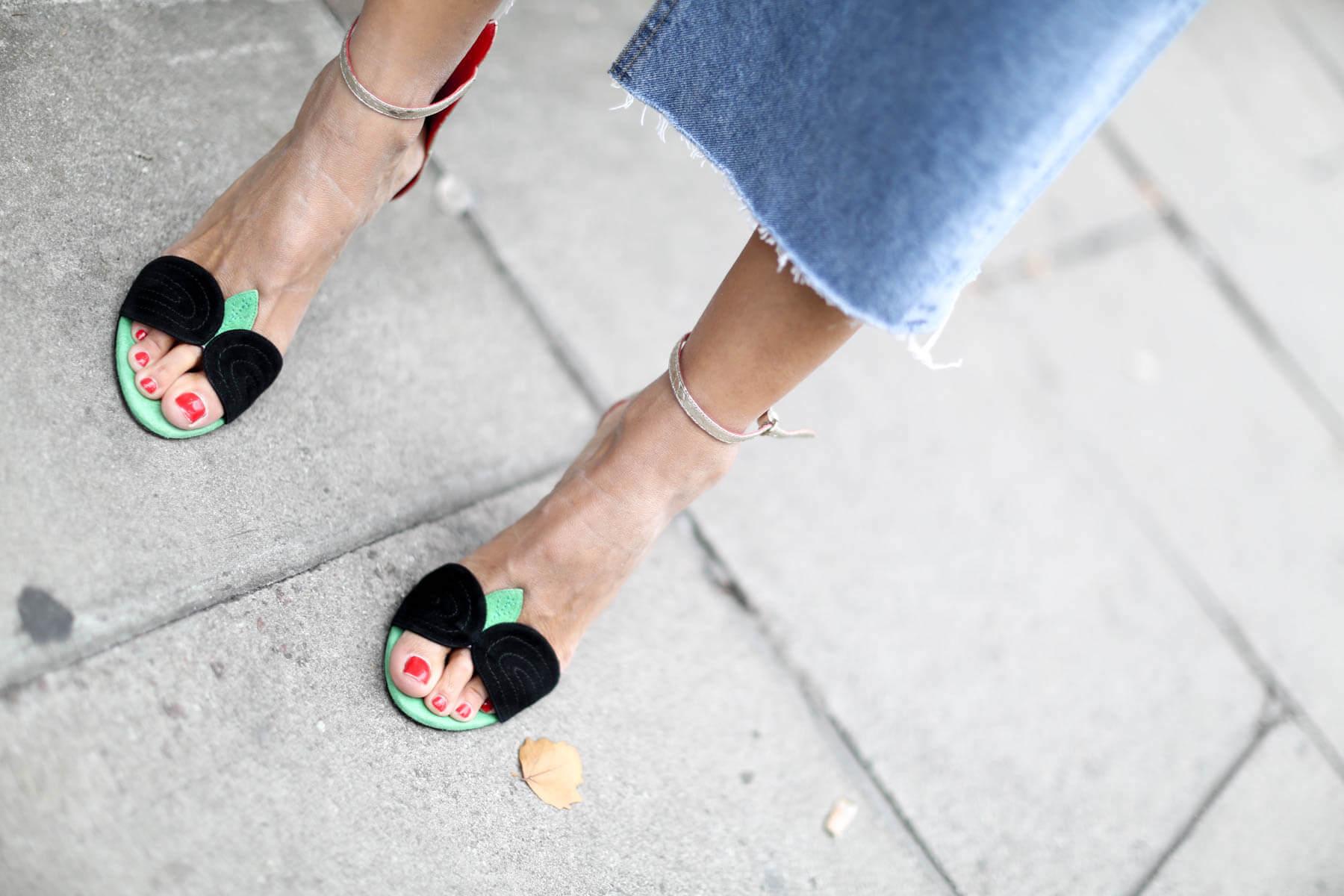 streetstyle sandalias tricolor de tacón alto y fabricadas en ante y piel de serpiente metalizada