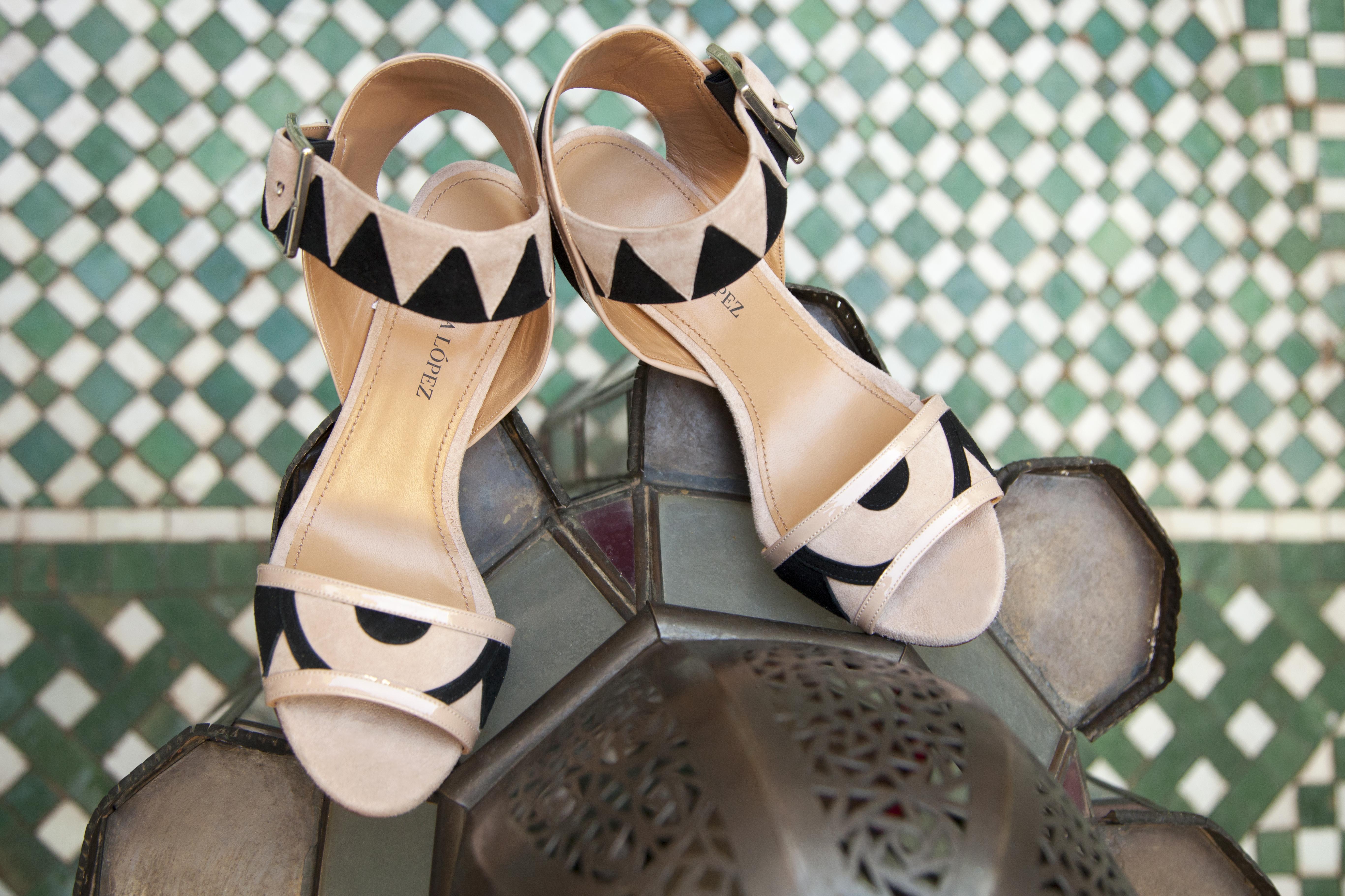 Sandalias de tacón alto en tonos neutros
