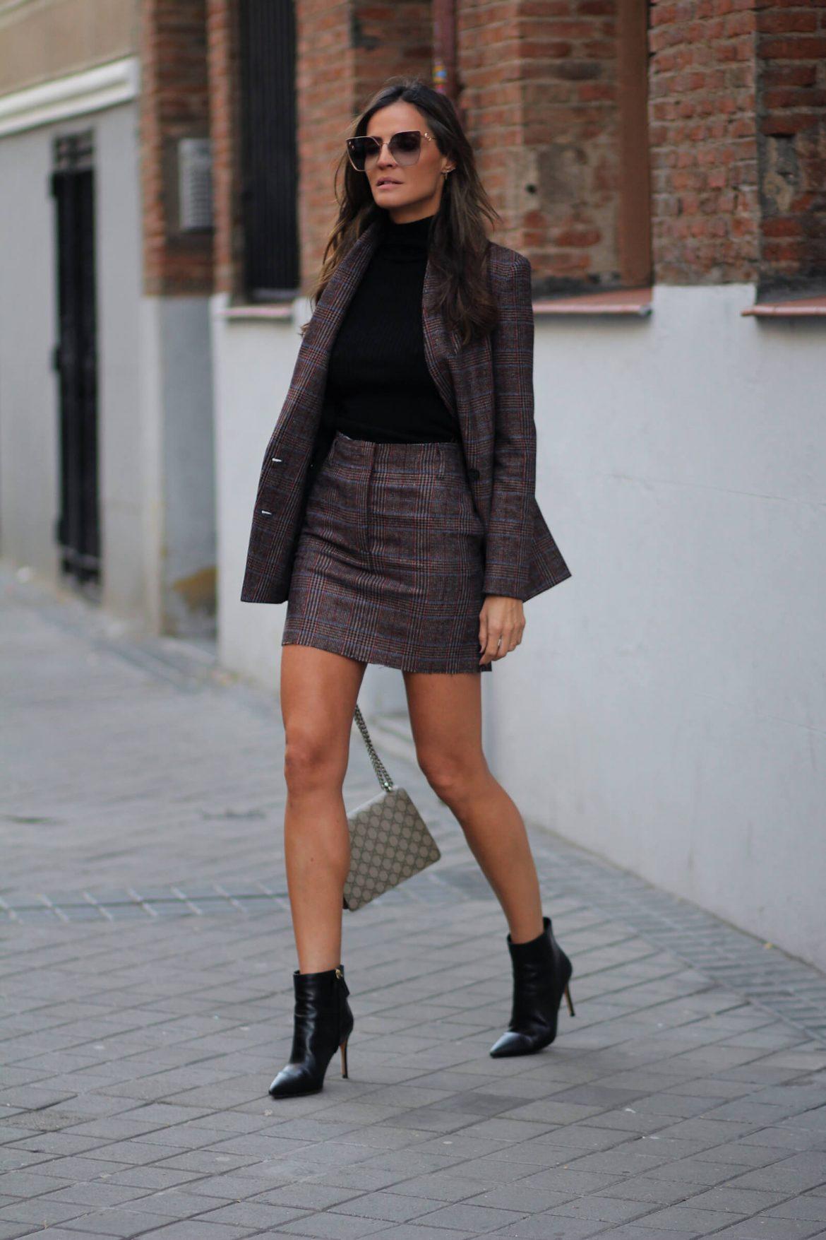 lady addict con botines de tacon negros pura lopez