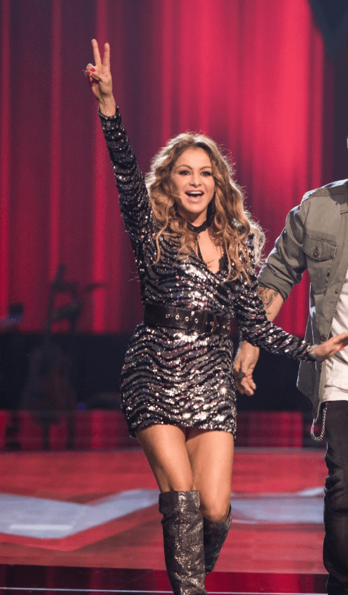 Paulina Rubio en la Voz de Antena 3 look con botas plateadas Pura Lopez