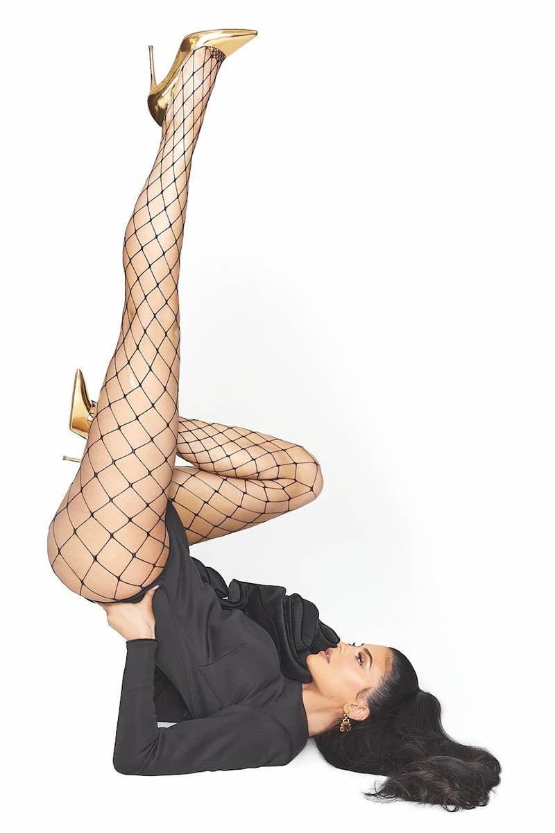 Jenner Kylie look estilo con zapatos de tacon pura lopez