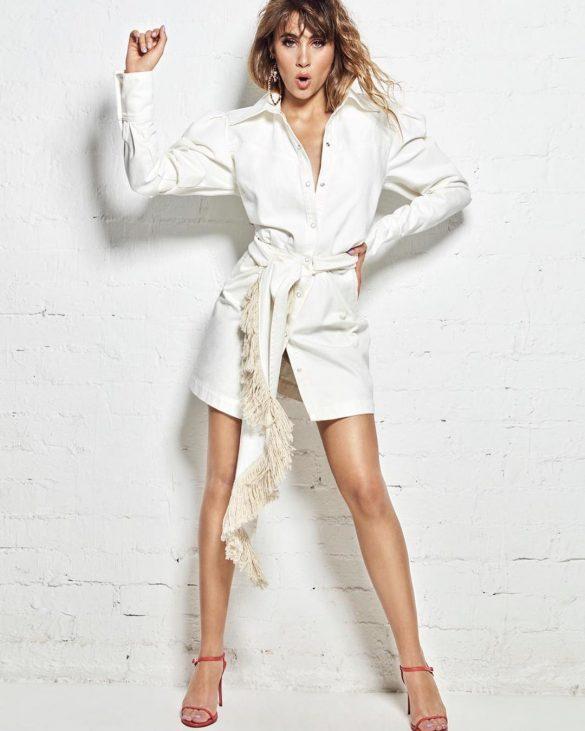 aitana ot look con sandalias pura lopez combinadas con vestido