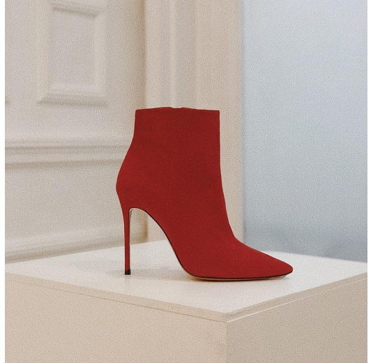 High heel ankle boots in red suede Pura López