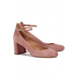 Zapatos de tacón medio en ante rosa con pulsera Pura López