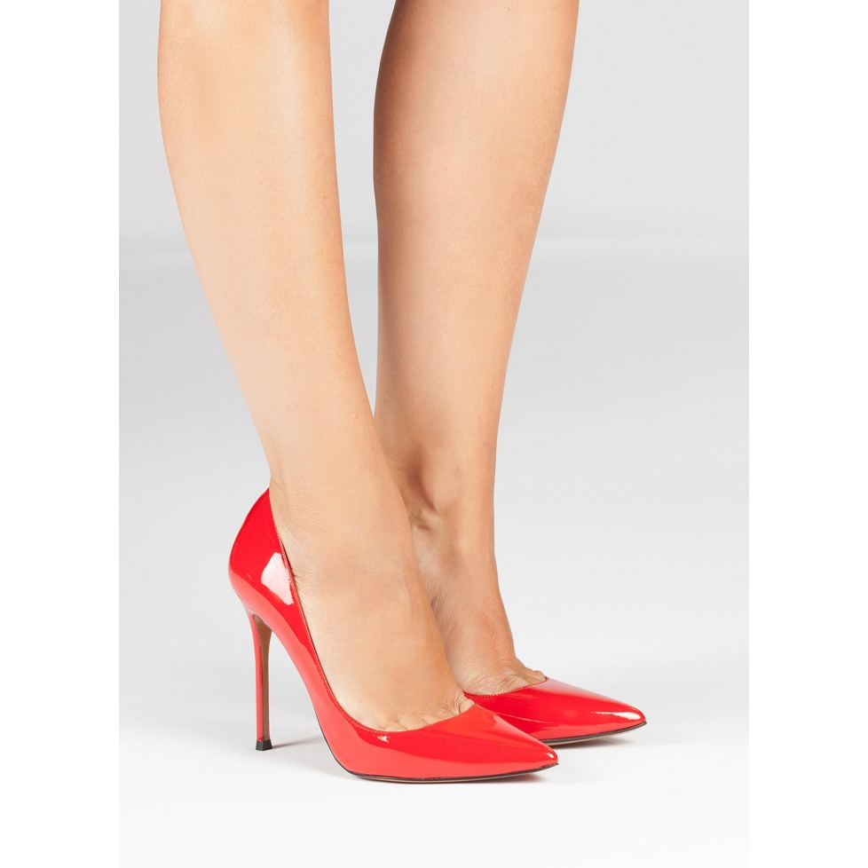 Red patent leaher pointy toe pumps