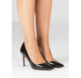 Black glossed leather heeled pumps Pura López