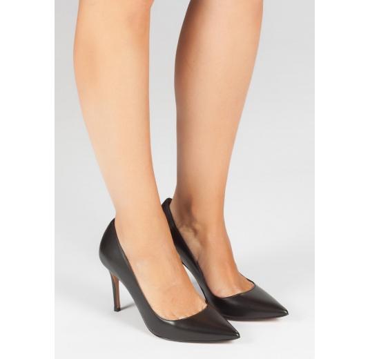 Zapatos de tacón alto en piel color negro Pura L�pez