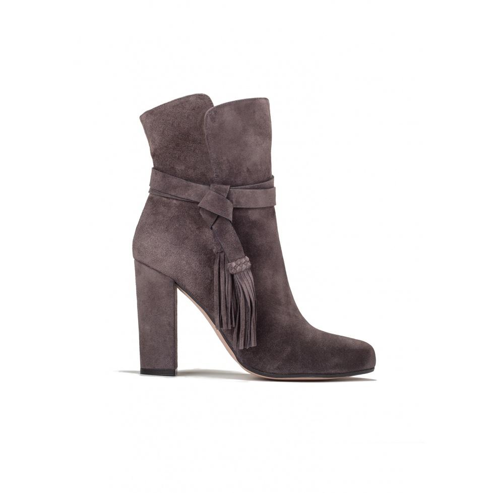 High heel boots in asphalt grey suede