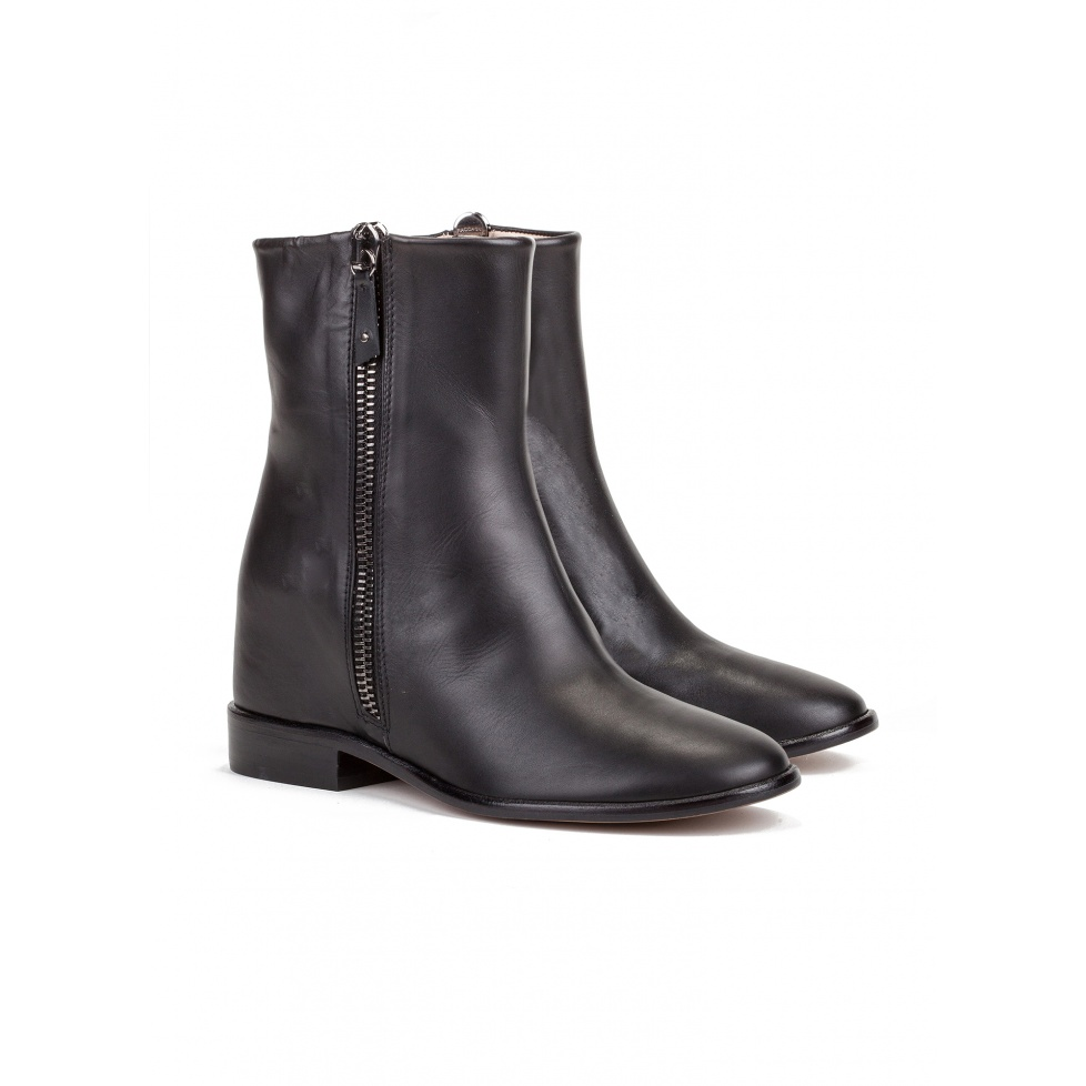 Low heel ankle boots in black leather-online store Pura Lopez