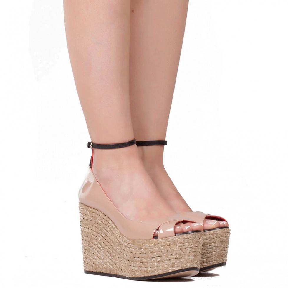 Sandalia de cuña en charol nude - tienda de zapatos Pura López