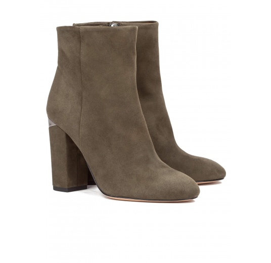 High block heel ankle boots in army green suede Pura L�pez