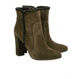 High heel ankle boots in army green suede Pura López