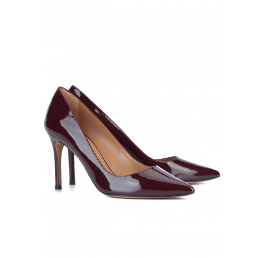 Burgundy patent sleek pointed toe pumps Pura L�pez
