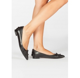 Ruffled pointy toe flat shoes in black metallic leather Pura López