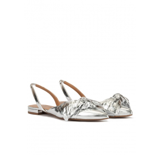 Bow detailed pointy toe flats in silver mirrored leather Pura López