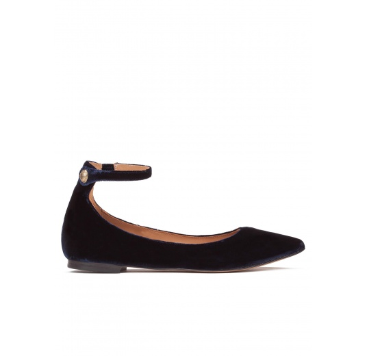 Ankle strap point-toe flats in night blue velvet Pura L�pez