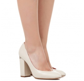 High block heel pumps in cream leather Pura López