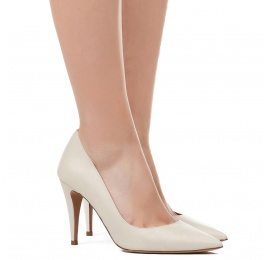 High heel pumps in cream leather Pura López