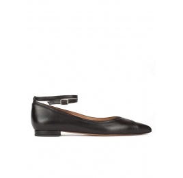 Ankle strap point-toe flats in black leather Pura López