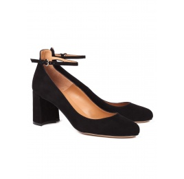 Ankle strap mid heel shoes in black suede Pura López
