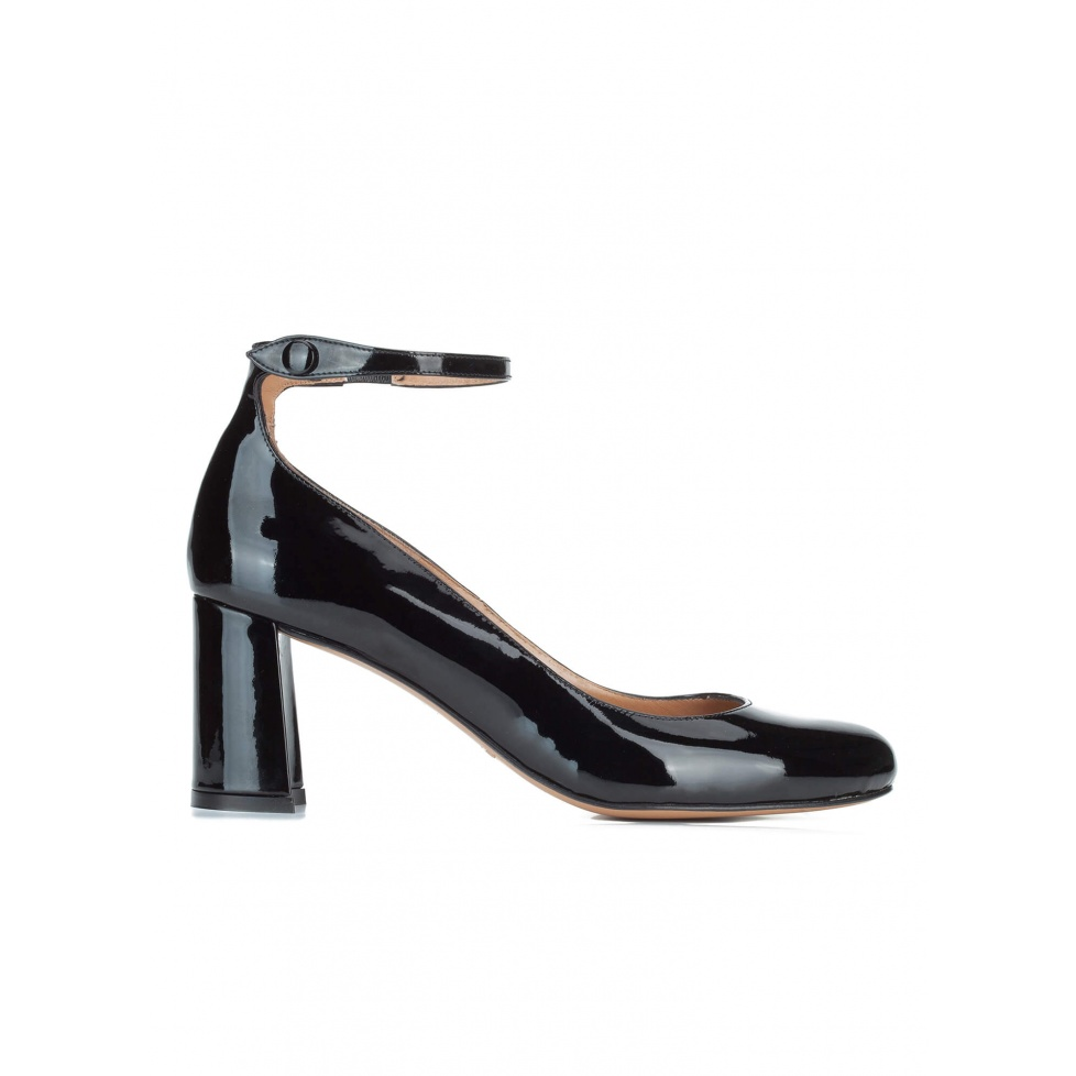 Ankle strap mid heel shoes in black patent leather