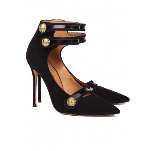 Zapatos de tacón alto en ante negro con botones Pura López