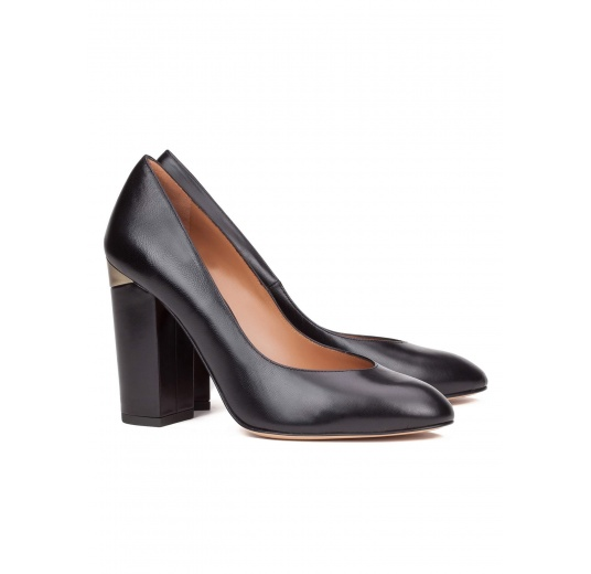 High block heel pumps in black leather Pura L�pez