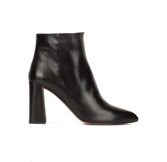 High block heel ankle boots in black calf leather Pura L�pez