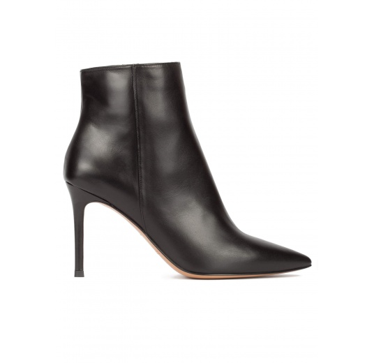 Black leather heeled point-toe ankle boots Pura L�pez