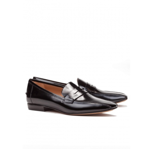 Flat loafers in black glossed leather Pura López