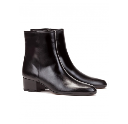 Botines de tacón bajo en piel color negro Pura López