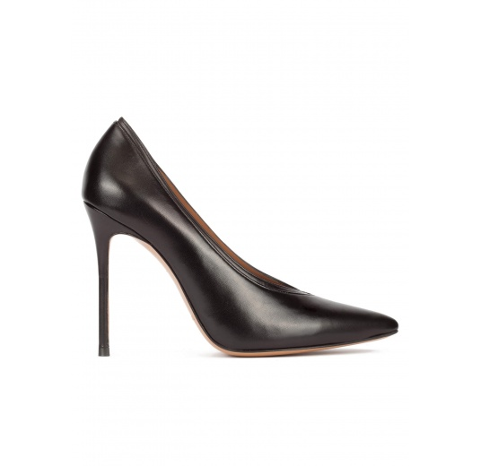 V-cut heeled pumps in black nappa Pura L�pez