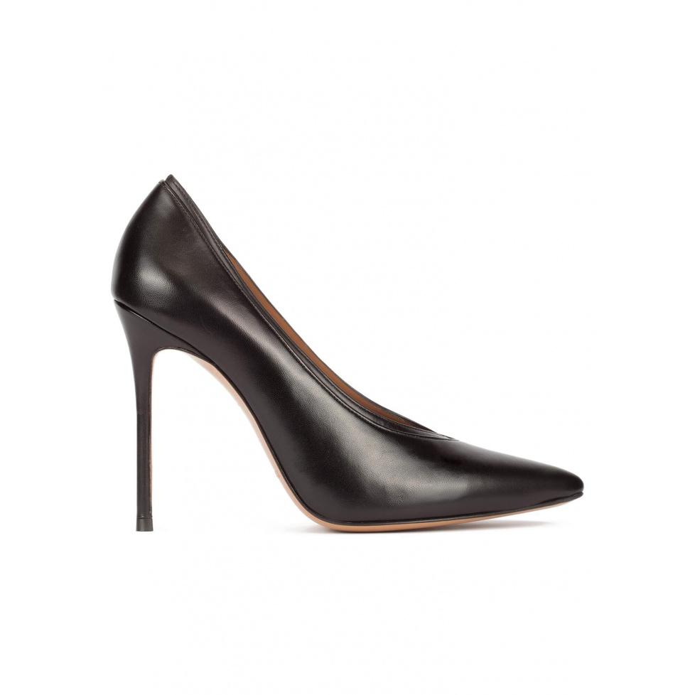 Zapatos de tacón con escote en V en napa color negro