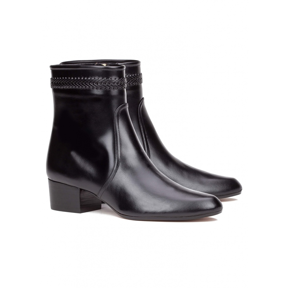 Low heel ankle boot in black leather - online shoe store Pura Lopez