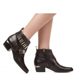 Mid heel ankle boots in black leather with metal details Pura López