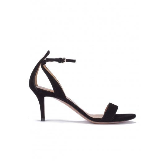 Sandalias negras de ante con medio tacón Pura L�pez