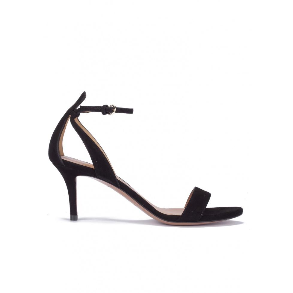 Sandalias negras de ante con tacón medio