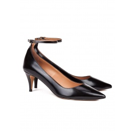 Ankle strap mid heel shoes in black leather Pura López