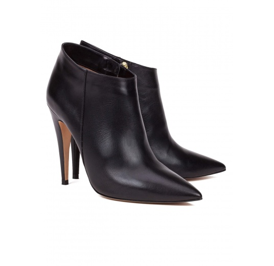 High heel point-toe ankle boots in black leather Pura López
