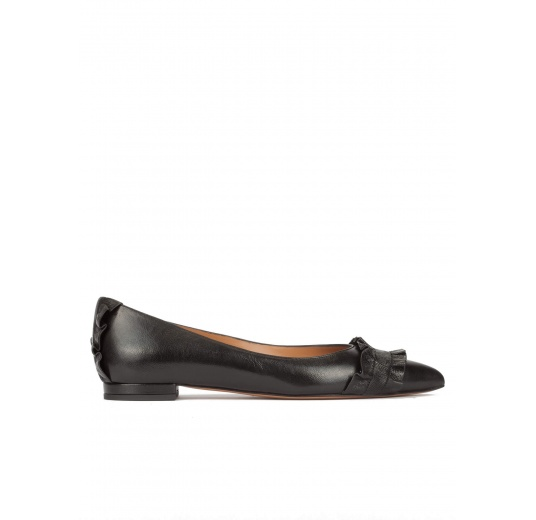 Ruffled pointy toe flat shoes in black metallic leather Pura L�pez