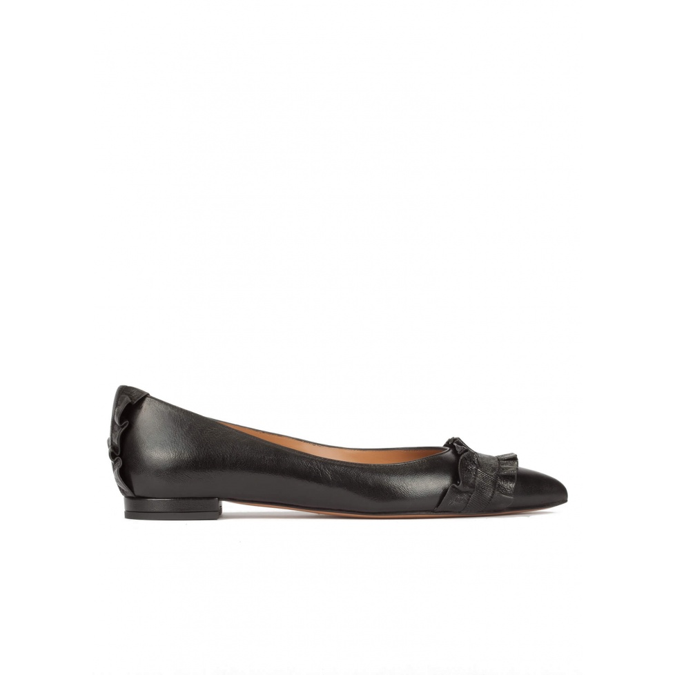 Ruffled pointy toe flat shoes in black metallic leather