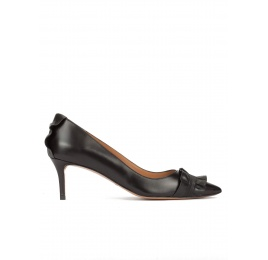 Ruffled point-toe mid heel pumps in black leather Pura López