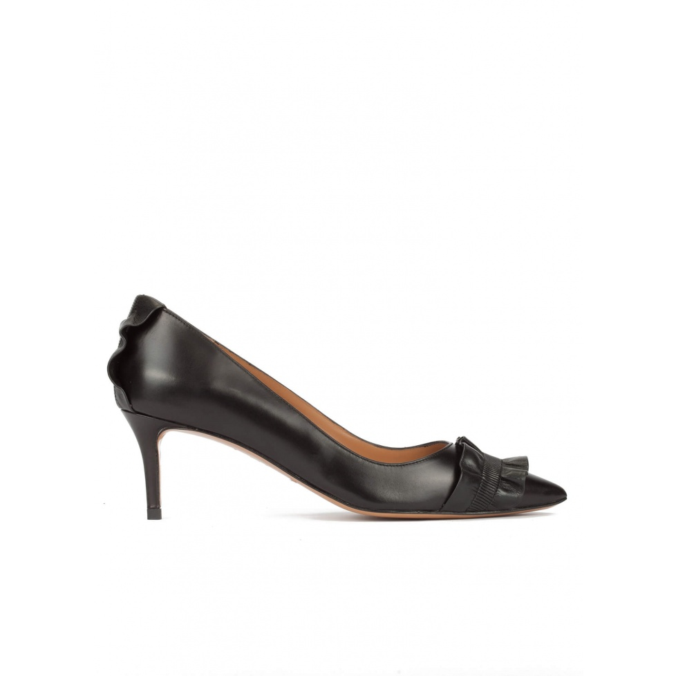 Ruffled point-toe mid heel pumps in black leather