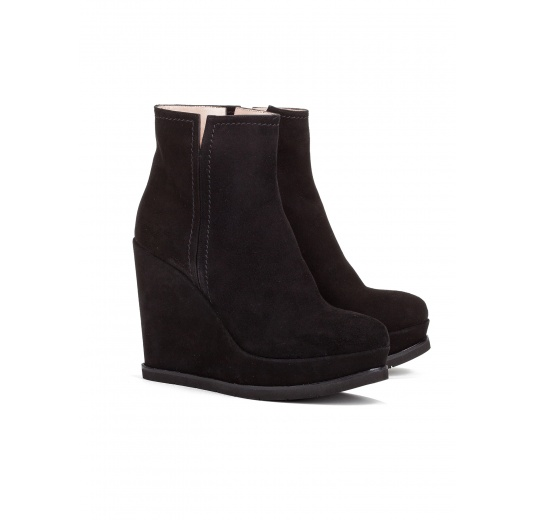 Wedge ankle boots in black suede Pura L�pez