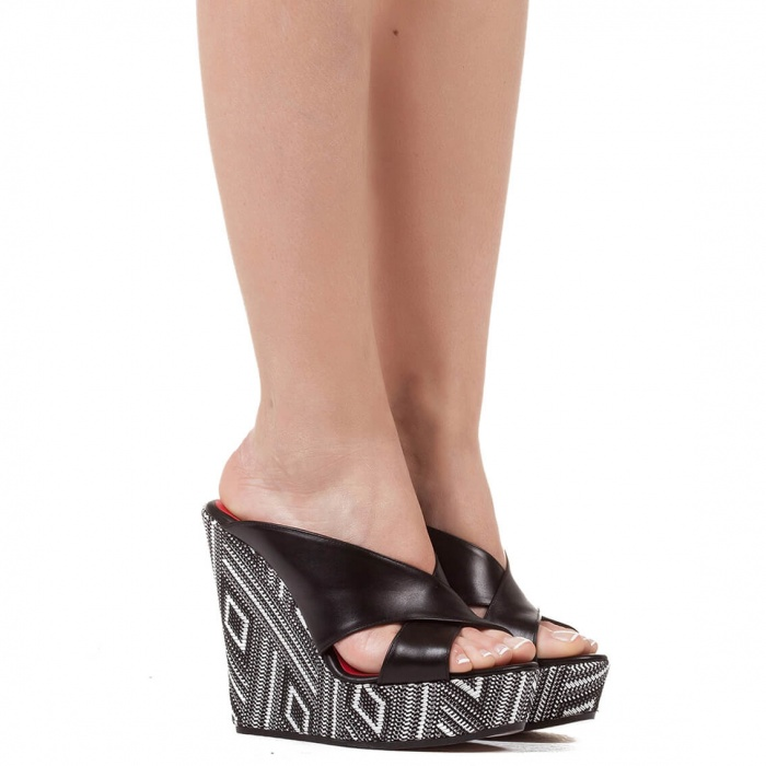 Wedge sandals in black leather - online shoe store Pura Lopez